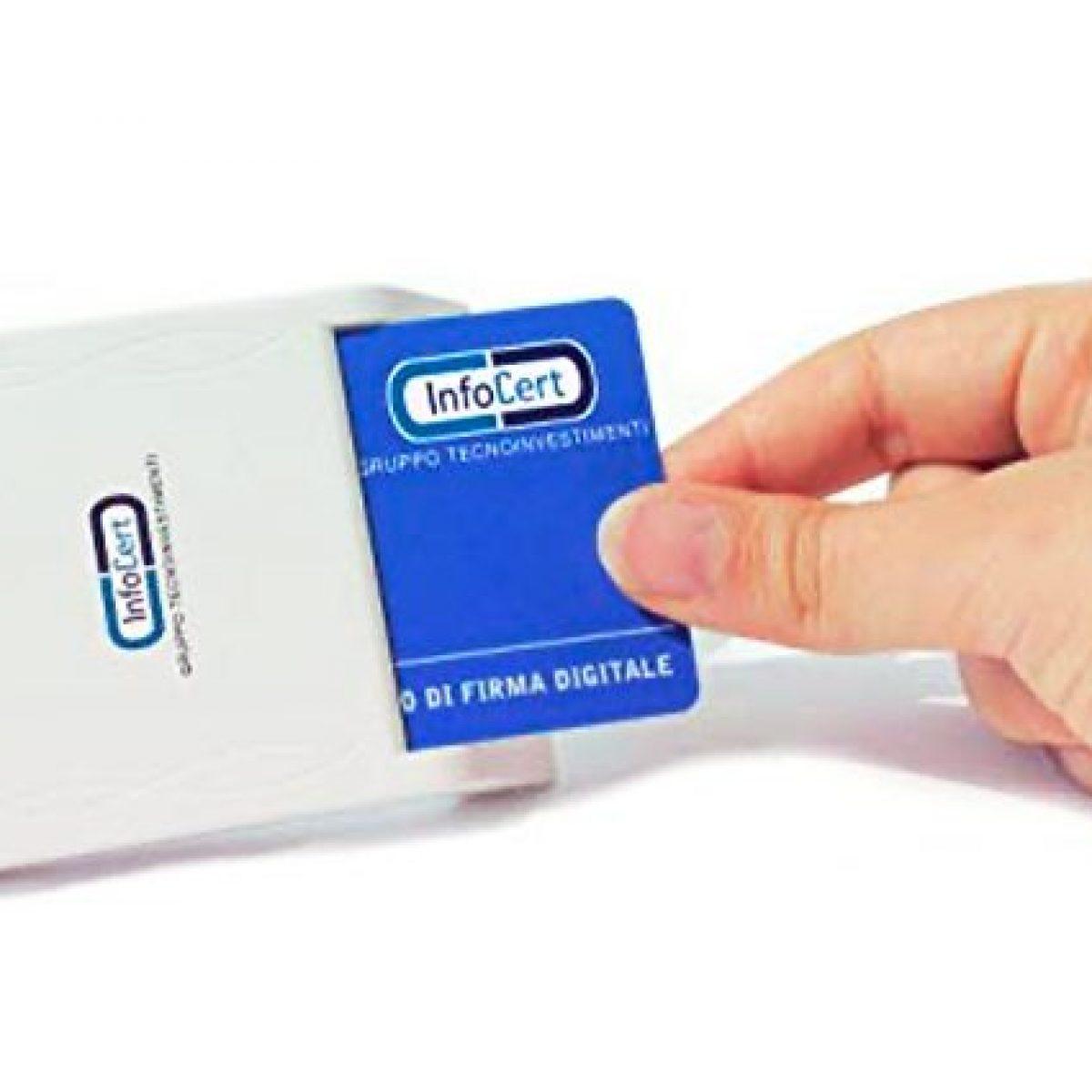 MEMORY CARD READER LETTORE DI MEMORIE USB WINDOS MAC  LINUX CAVO USB INTEGRATO.