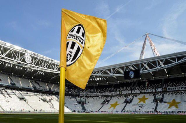 Stemma della Juventus sulle bandierine del corner