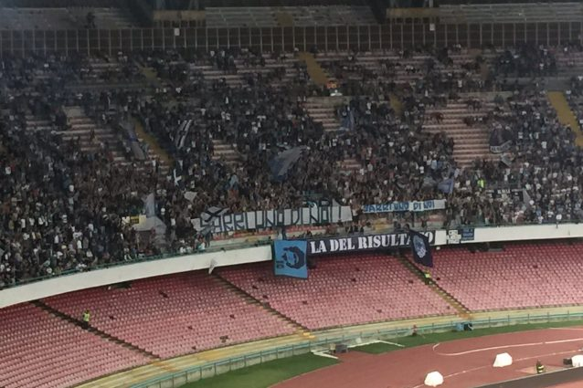 La Curva esalta il tecnico del Napoli: 'Sarri uno di noi'