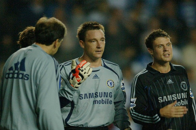File photo dated 14-10-2006 of Chelsea's Wayne Bridge stands alongside temporary goalkeeper John Terry PRESS ASSOCIATION Photo. Issue date: Sunday January 31, 2016. Captain John Terry has announced he will leave Chelsea at the end of the season after the club informed him they would not be renewing his contract. See PA story SOCCER Chelsea. Photo credit should read Matthew Fearn/PA Wire.