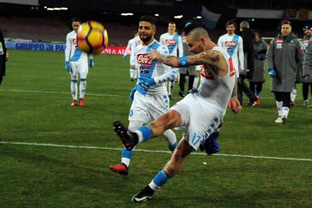 Napoli, coppia di fidanzati denuncia: picchiati per il pallone della partita