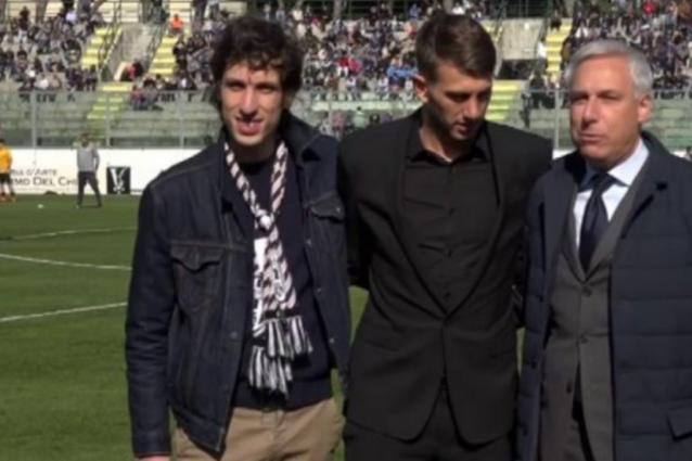 Bernardeschi rifiuta la sciarpa della Juventus