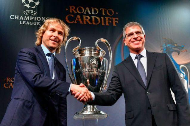 La stretta di mano tra i vicepresidenti di Juve e Barça Nedved e Mestre