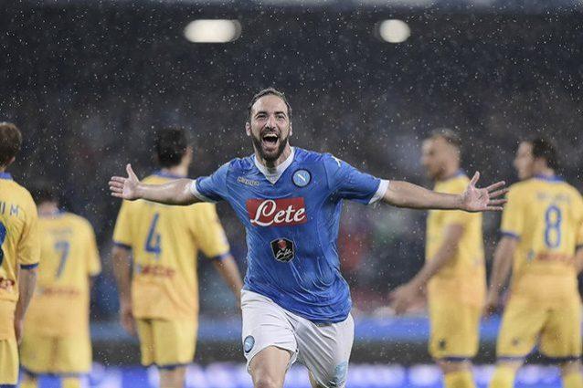 Higuain nel giorno del record di segnature in una singola stagione in Serie A col Napoli