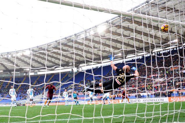 La prodezza di Pepe Reina nel finale del match contro la Roma