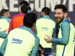 """Le confessioni intime di Messi e Suarez: """"Così facciamo la pipì..."""""""