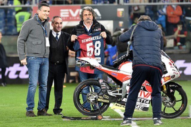 Il Genoa omaggia il 'Sic': i tifosi della Samp fischiano