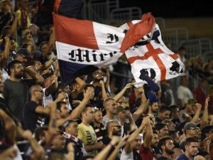 Cagliari, scontri fuori dal Sant'Elia: in ospedale tifoso della Lazio