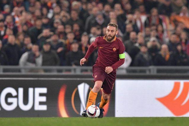 Roma, distorsione alla caviglia: De Rossi salta l'Atalanta