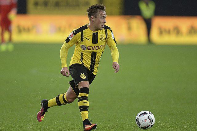 Il terzino destro del Borussia Dortmund Felix Passlack