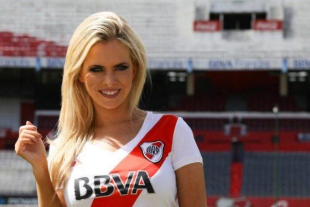 Bionda, avvocatessa, speaker del River: splendida Alejandra, conquista l'Argentina