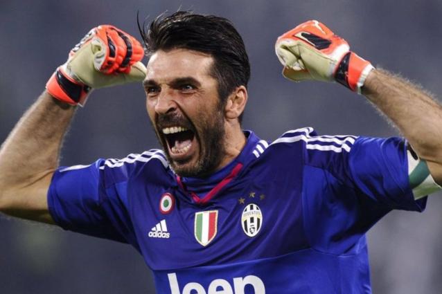 Buffon supera Zanetti