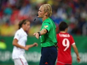 Germania, Bibiana Steinhaus sarà il primo arbitro donna della Bundesliga