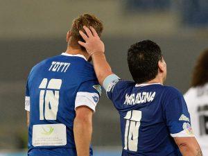 """Anche Maradona elogia Totti: """"E' il Re di Roma, il giocatore migliore che abbia mai visto"""""""