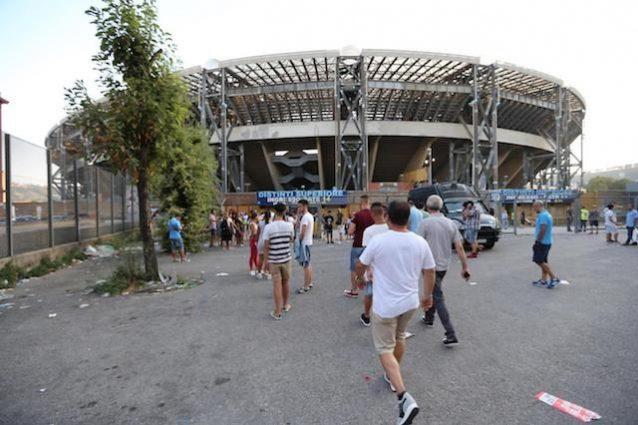 """Napoli, la squadra dello scudetto '87 trova il San Paolo chiuso. Bruscolotti: """"Vergogna"""""""