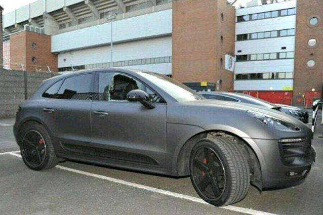 Liverpool, disavventura Coutinho: distrutto finestrino della Porsche