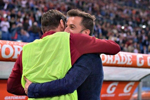 Totti e Del Piero, l'abbraccio tra campioni all'Olimpico