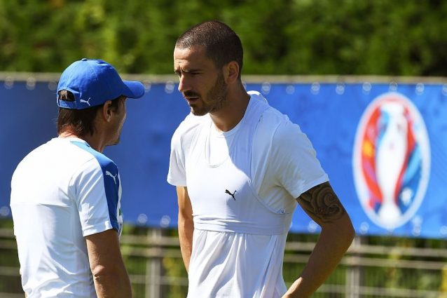 Chelsea, mega offerta alla Juventus per Alex Sandro e Bonucci