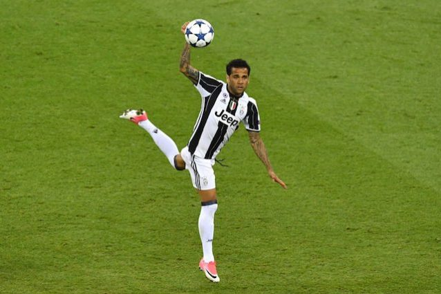 Juventus Dani Alves in uscita Guardiola lo vuole al City