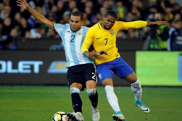 Douglas Costa, sì alla Juve: le ultime notizie di calciomercato