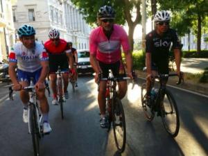 Davide Nicola in sella alla sua bici – Fonte: Sky