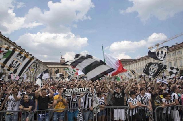Torino, Piazza San Carlo si colora di bianconero