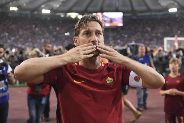 Roma: imbrattato murale di Totti