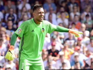 Diego Alves è il nuovo obiettivo di mercato di Napoli e Roma: le ultime notizie