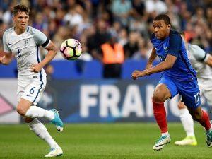 Calciomercato, Real e Mbappé più lontani: il francese ha rinnovato con Nike