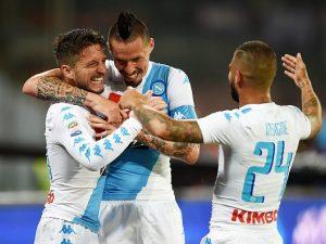 Napoli, iniziato il ritiro di Dimaro: bagno di tifosi, Mertens e Hamsik i più applauditi