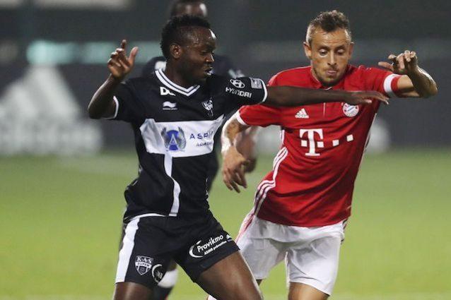 Radebe in azione nel corso di un'amichevole tra KAS e Bayern Monaco dello scorso gennaio