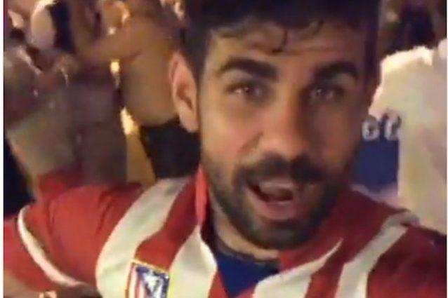 Diego Costa nella sua diretta Instagram con la maglia dell'Atletico Madrid (https://www.instagram.com/diego.costa)