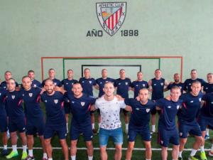 L'Athletic Bilbao commuove: tutti rasati a zero per star vicini a Yeray Alvarez