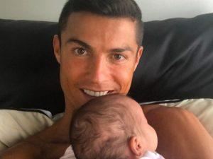 """Cristiano Ronaldo, gioia """"social"""" per la figlia Eva: """"Mi sento benedetto"""""""