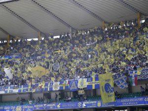 """Verona, bufera sui tifosi dell'Hellas: urlano """"scimmia"""" ai giocatori del Napoli"""