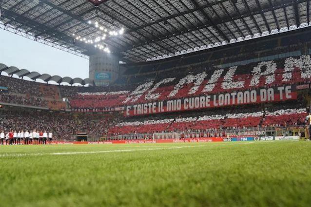 Super coreografia per i tifosi del Milan