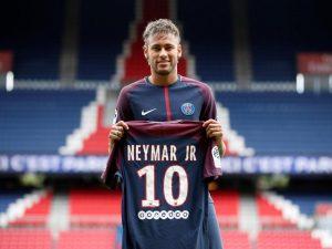 Neymar, esordio rimandato ma la maglia va a ruba: incassati più di 10 milioni in poche ore