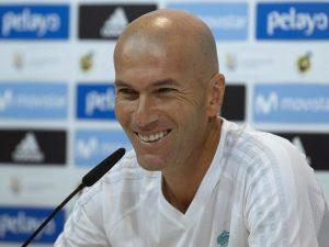 """Real Madrid, Zidane firma il nuovo contratto: """"Sono felice del rinnovo"""""""