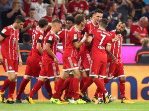 Bundesliga, il Bayern vince all'esordio: Lewandowski in gol grazie al Var