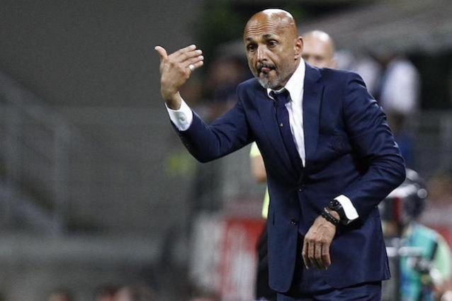 Roma, Totti scherza con Shevchenko: