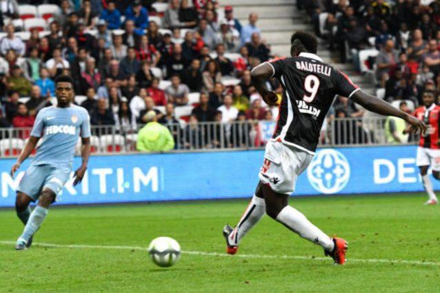 Balotelli doppietta al Monaco ed esultanza polemica
