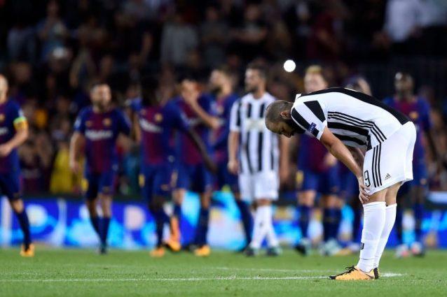 Higuain 'graziato' dalla Uefa: nessuna sanzione per il dito medio al Nou Camp