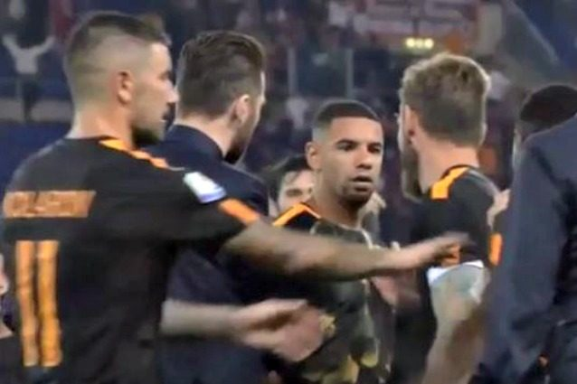 Roma, lite Peres-Gerson: spintoni tra i due brasiliani a fine partita