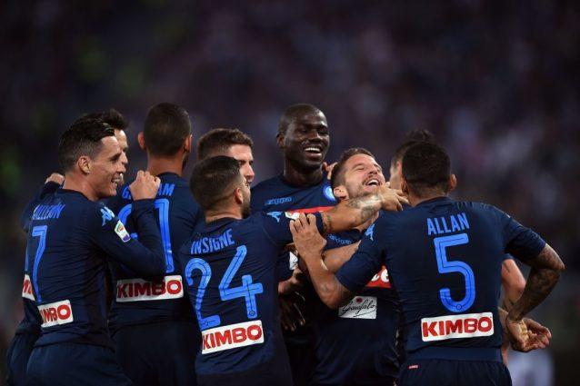 Il Napoli soffre poi dilaga e vince. Azzurri in vetta con la Juventus
