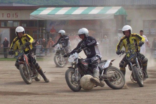 """Arriva in Italia il """"Motoball"""": il calcio giocato in sella ad una moto"""
