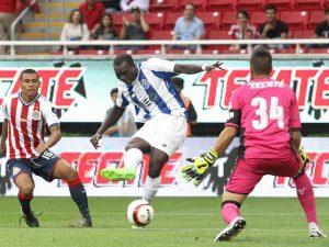 Porto, fa festa con la squadra avversaria: tifosi infuriati con Aboubakar