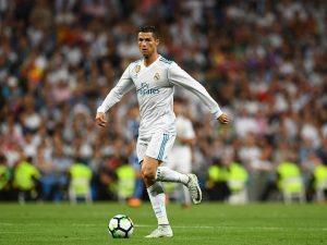 Cristiano Ronaldo finisce all'asta: un incontro con CR7 costa più di 16mila euro