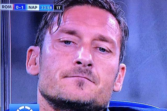Napoli avanti, la faccia di Totti è tutta un programma