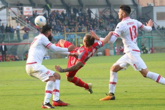Palermo-Entella, la decide Nestorovski Rosanero da soli in vetta alla classifica