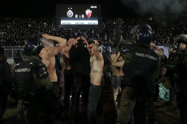 Scontri in Partizan-Stella Rossa: un tifoso in pericolo di vita FOTO